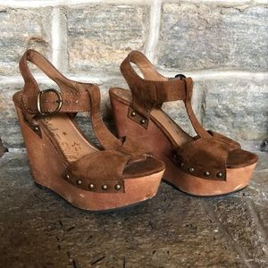 Suede brown wedges
